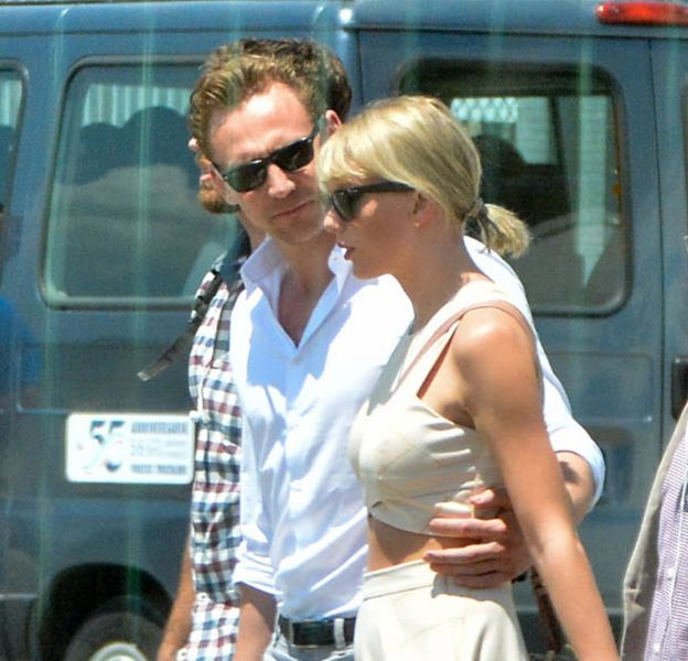 Tom Hiddleston est très prévenant avec Taylor Swift.