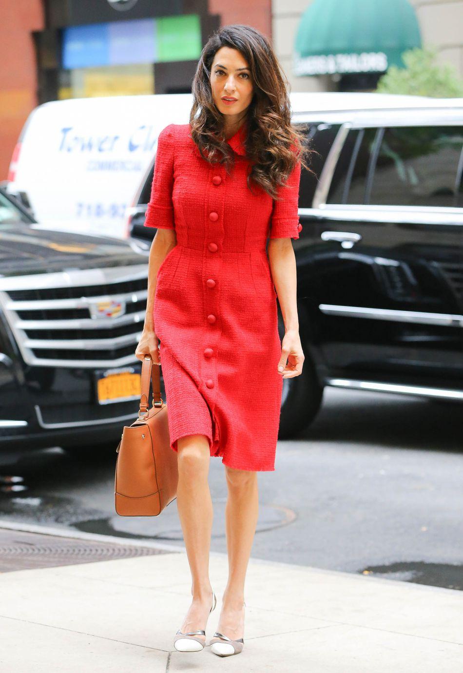 Sublime et chic dans sa robe Dolce & Gabbana, Amal Alamuddin est la parfaite Première dame.