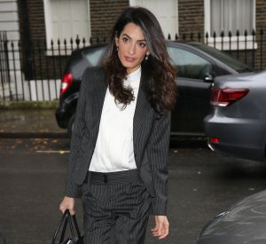 Le look de businessgirl, Amal Clooney le maitrise aussi à la perfection.