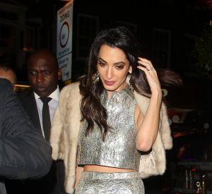 Party girl à souhait dans cet ensemble glitter, Amal fait le show.