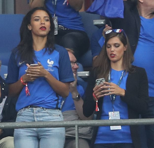 Iris Mittenaere et Flora Coquerel ont assisté au match France-Islande hier soir.