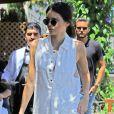 Kendall Jenner aux côtés de Scott Disick arbore un look casual pour aller déjeuner.