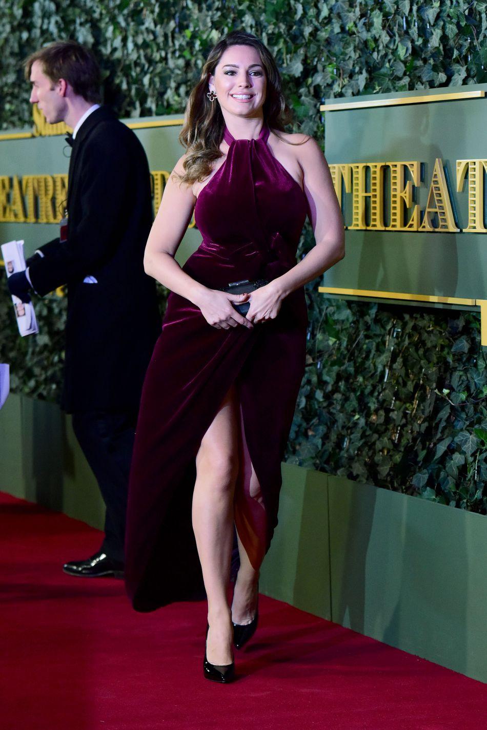 Kelly Brook arrivant à la soirée Evening Standard Theatre Award à Londres le 23 novembre 2015.