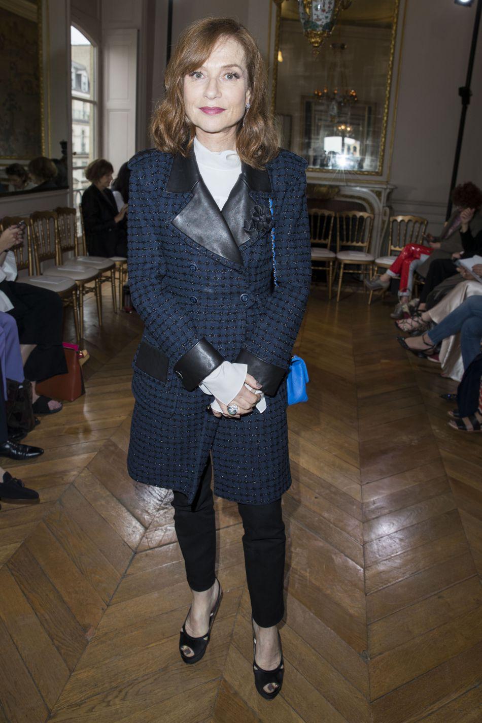 Isabelle Huppert a elle aussi fait le déplacement en cette semaine de la couture, pour découvrir les nouveautés Boucheron.