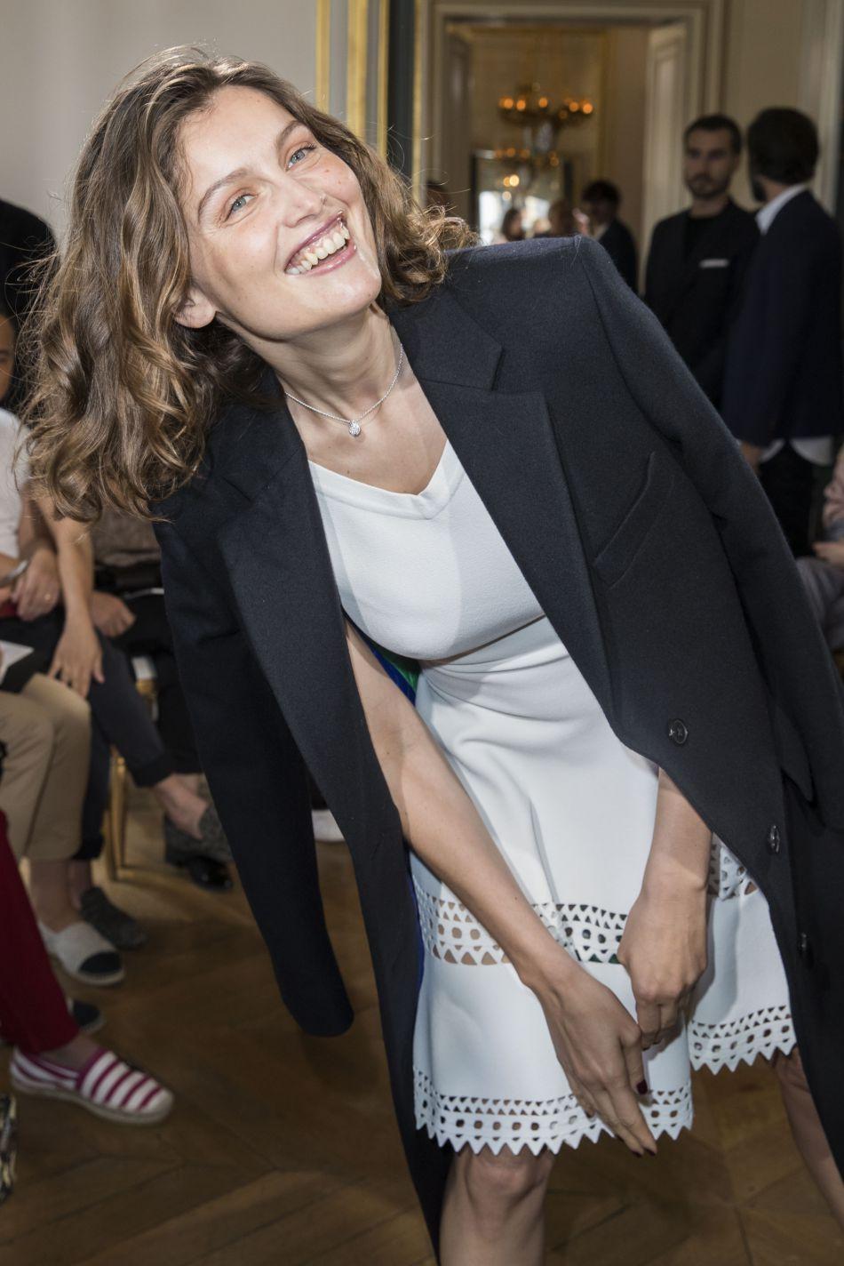 Le défilé Boucheron a fait le plein de stars, avec des front rows cinq étoiles. Laetitia Casta a fait sensation en blanc et noir.