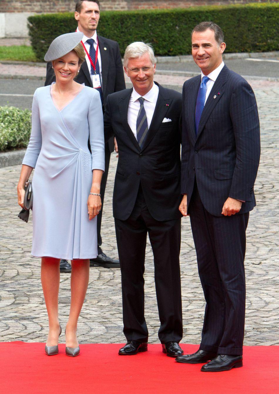 La reine Mathilde de Belgique sait aussi faire sobre.