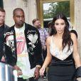 Son mari, Kanye West, qui l'a encouragée à opter pour des tenues moulantes quelques mois après son accouchement.