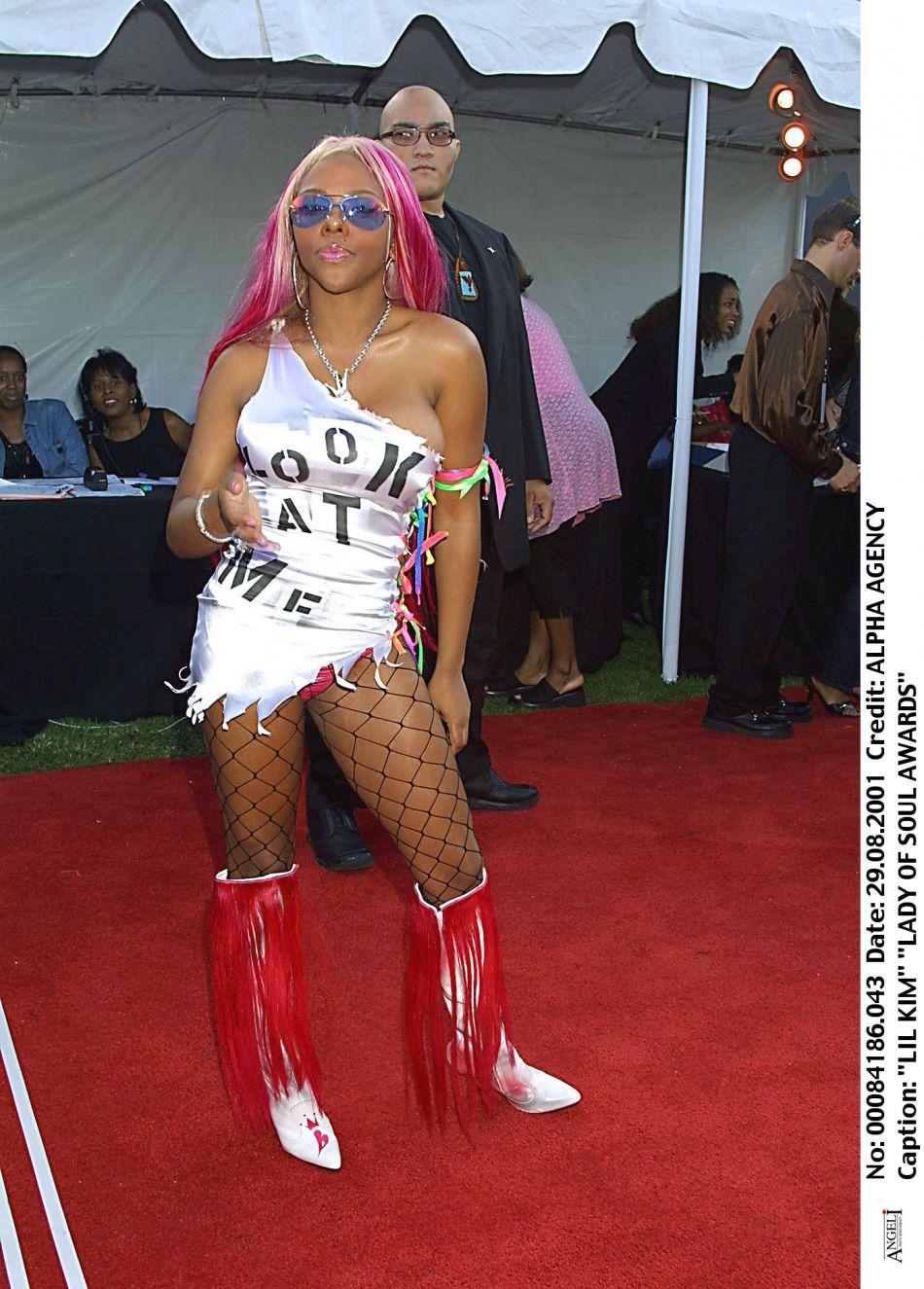 Lil Kim en 2001, déjà très distinguée.