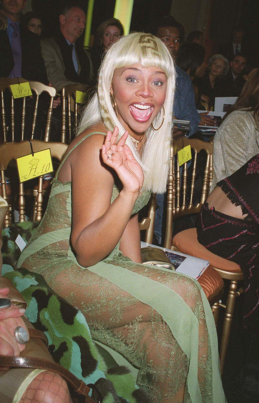 En 2001, Lil Kim n'avait pas le visage qu'elle a aujourd'hui mais elle avait déjà des goûts douteux en matière de mode.