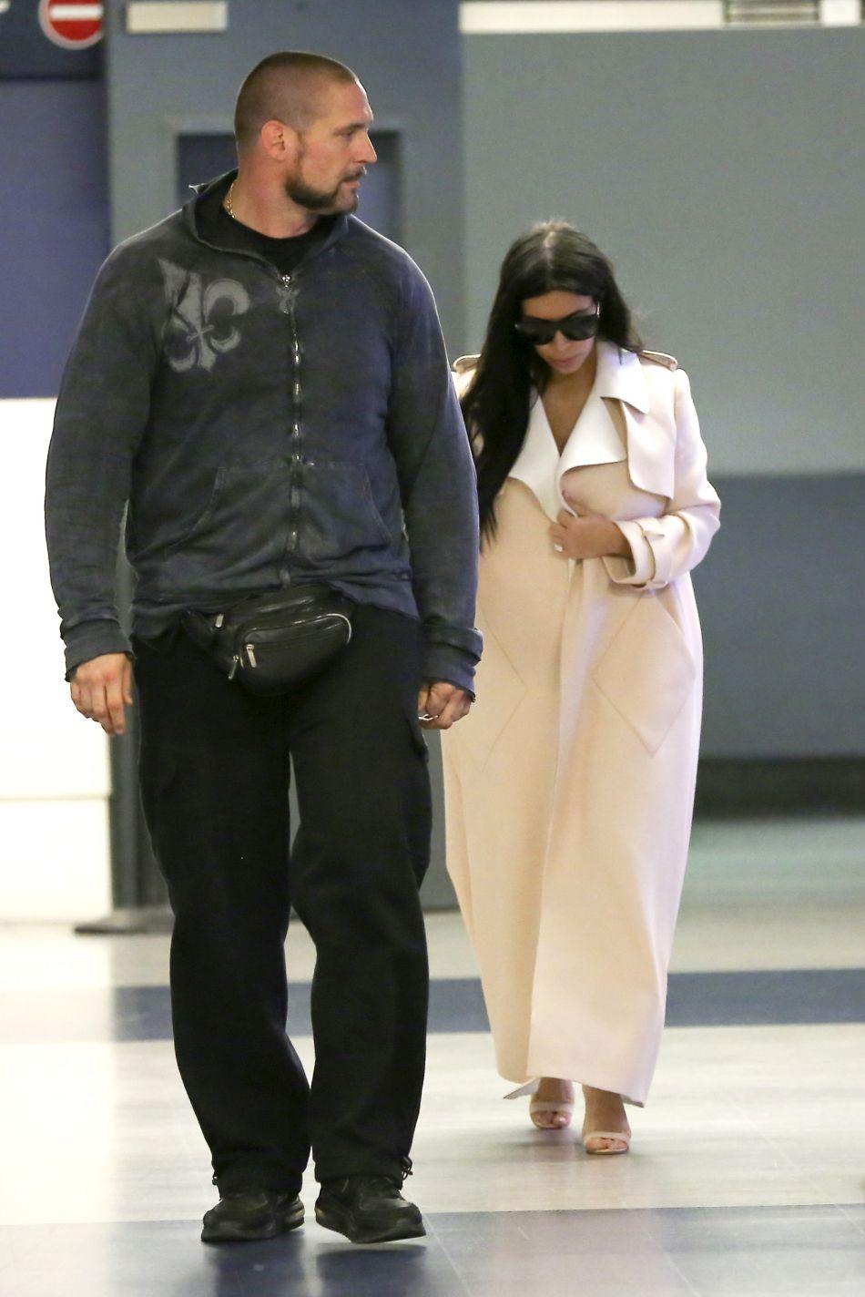 Kim Kardashian a été menacée d'une arme et ligotée. Son bodygard promet de la venger.