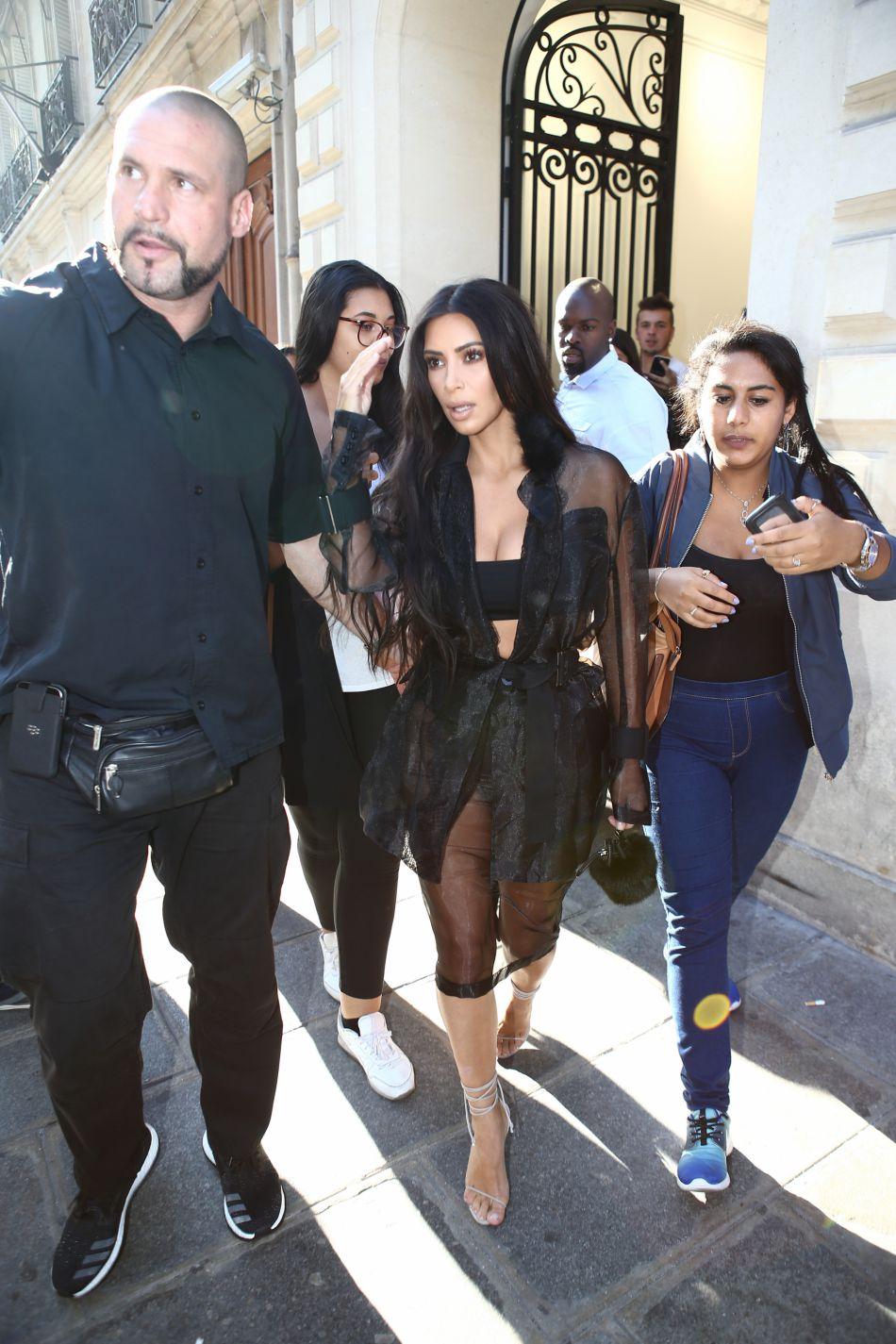 Kim Kardashian agressée à Paris  son garde du corps promet de retrouver  les coupables.