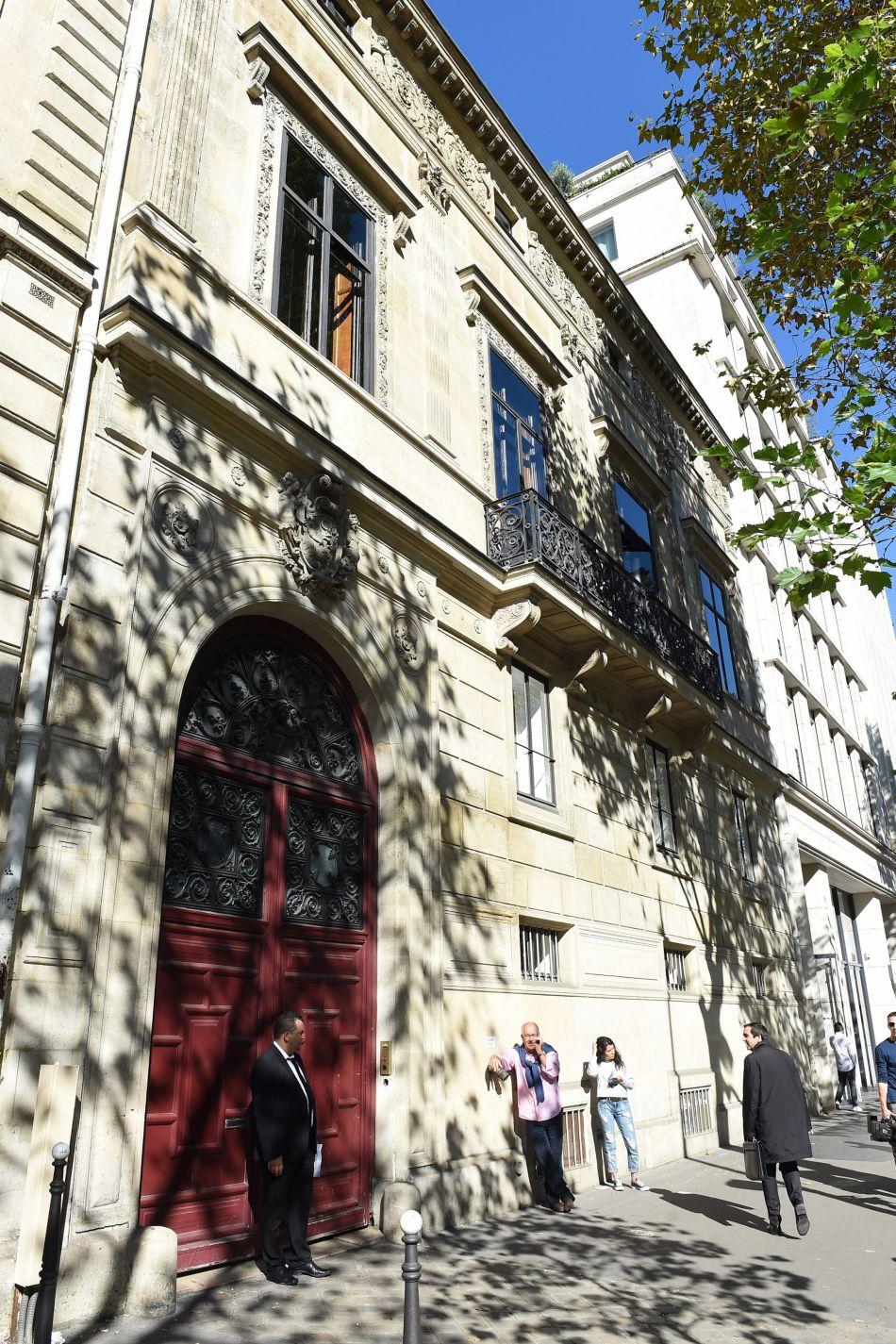 De passage à Paris pour la Fashion Week, la star de téléréalité avait choisi de descendre dans un hôtel particulier.