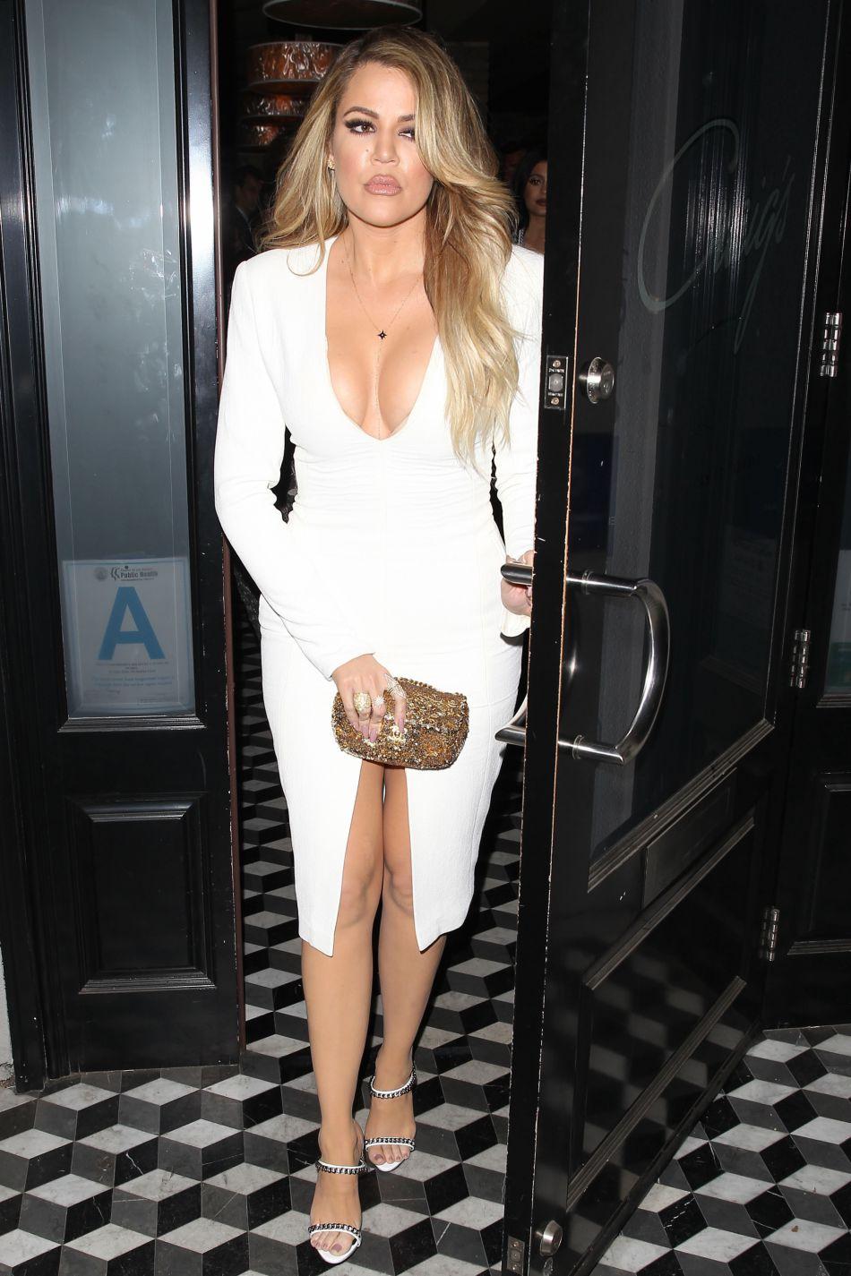 Khloe Kardashian tease les modèles de sa nouvelle collection sur Instagram.