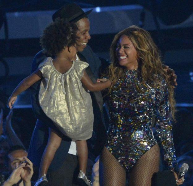 Beyoncé et Blue Ivy prennent la pose pour un shooting mère-fille.
