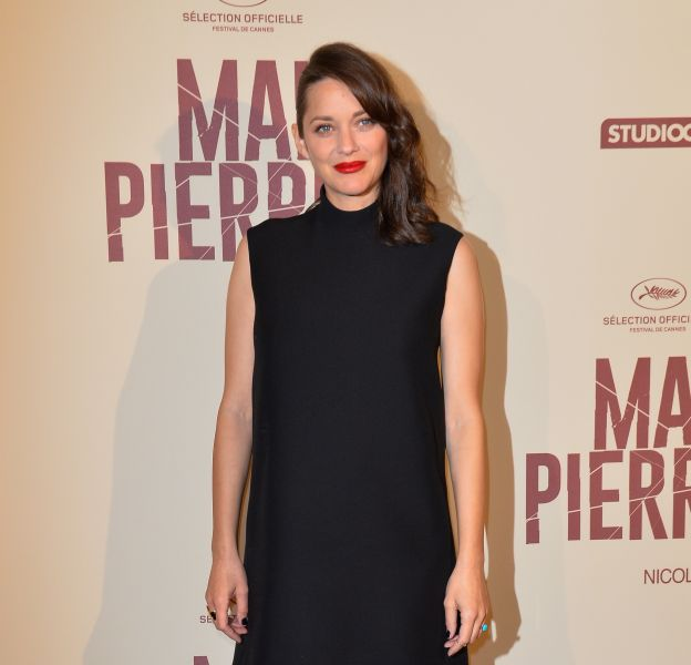 """Marion Cotillard à l'avant-première du film """"Mal de Pierres"""" au cinéma Gaumont Champs-Elysées Marignan à Paris, le 10 octobre 2016."""