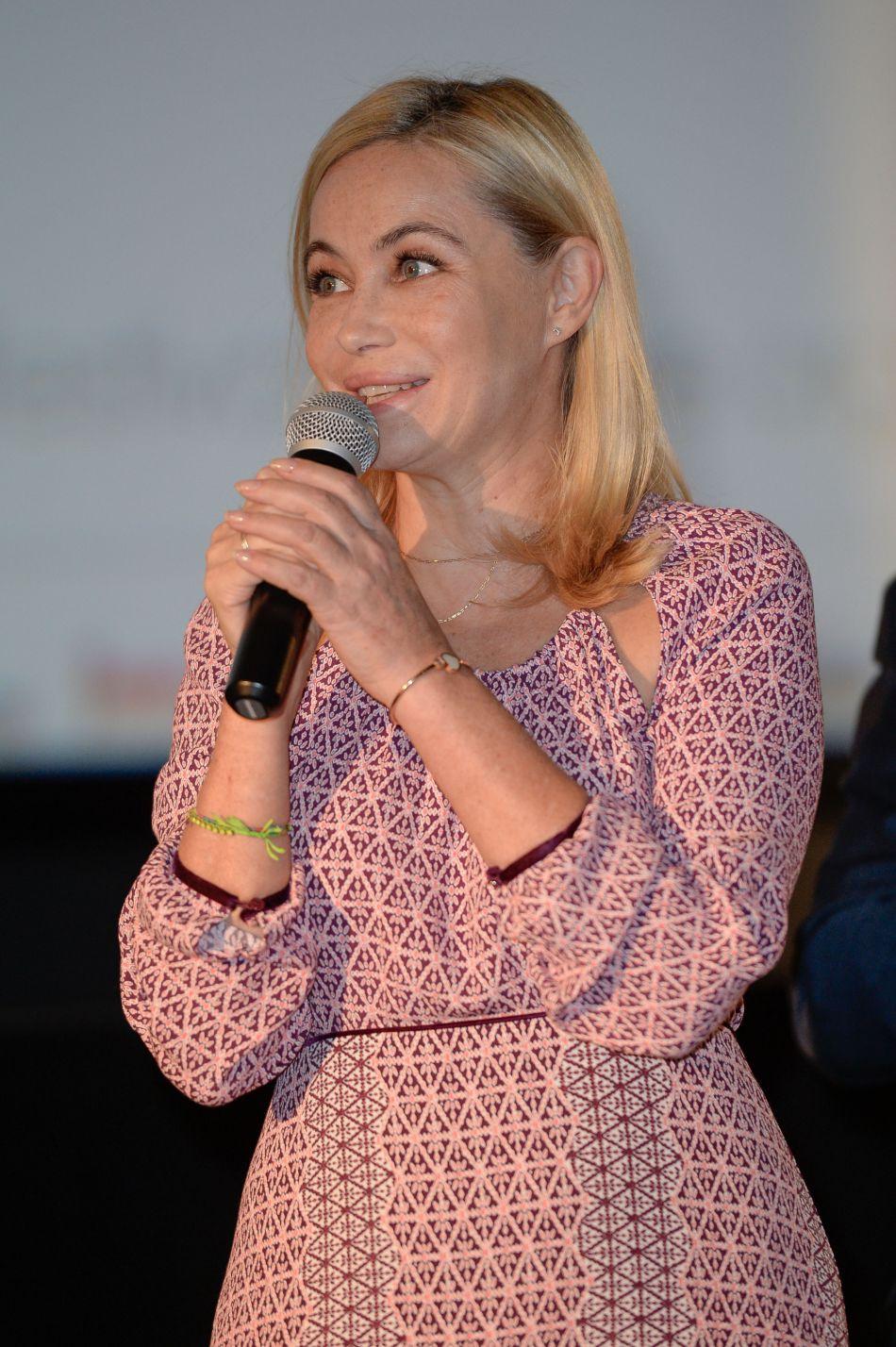 Après une apparition à la Fashion Week parisienne, Emmanuelle Béart revient au cinéma.