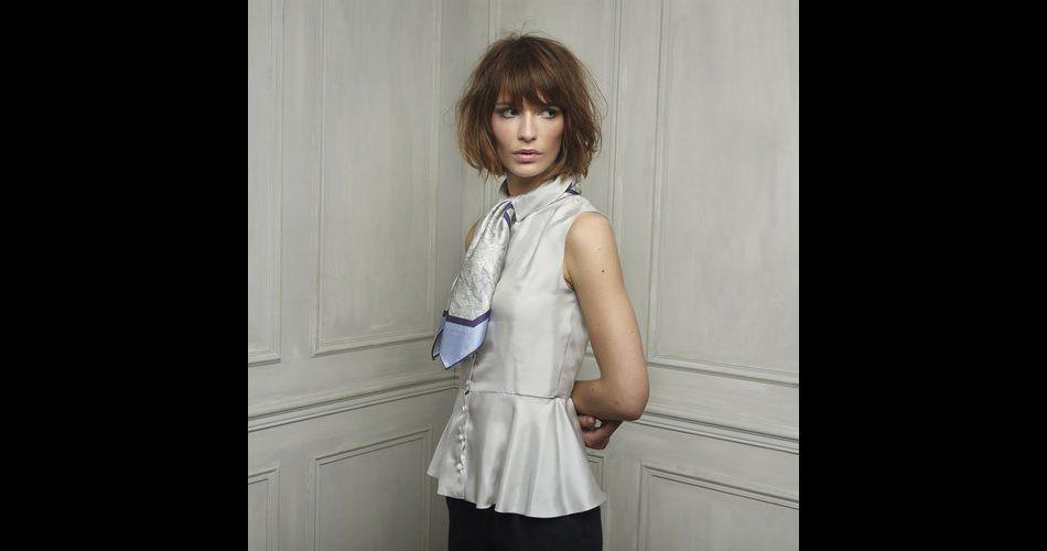 On fond pour cette blouse chic à souhait signée Petitjean Paris.