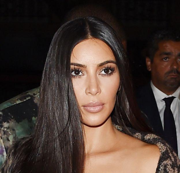 """Kim Kardashian serait """"très calme et résolue"""" pour la suite de l'enquête selon son avocat interrogé par BFM TV ce vendredi 14 octobre 2016."""