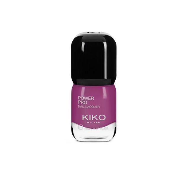 Le bon matériel pour des ongles violets : Fluorite Purple Power Pro Nail Lacquer, Kiko, 4,90€.