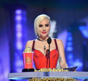 Lady Gaga, rayonnante et métamorphosée pour les MTV Movie et TV Awards