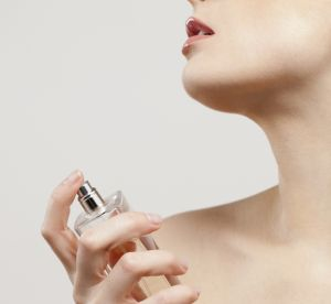 Pourquoi faut-il changer de parfum en été et comment bien le choisir