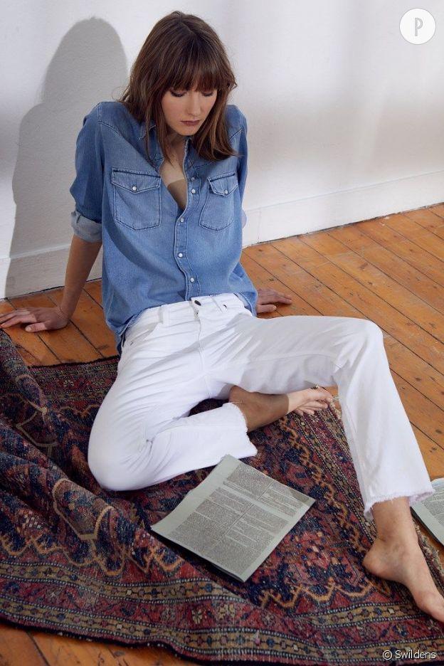 Le jean blanc en question est signé Swildens.