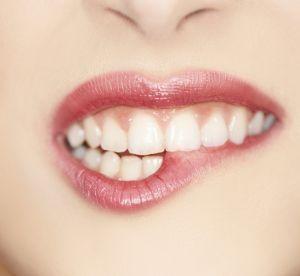 Pourquoi le gommage des lèvres peut être mauvais (selon un célèbre dermato)