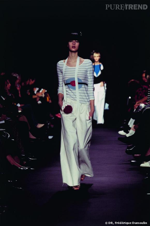 Sonia Rykiel, Pull à rayures et motif pompon, écharpe-pochette à pompon