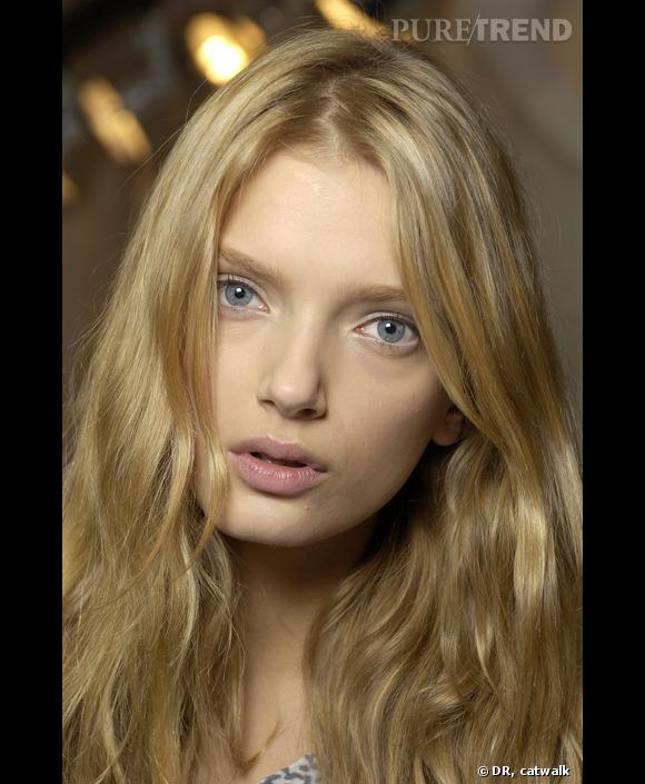 Nom : Lily Donaldson   Agence : IMG   Nationalité :anglaise   Age : 22 ans   Taille : 1m78   Mensurations : 81/64/89