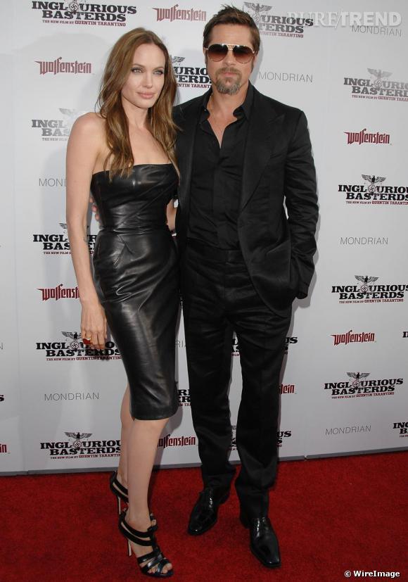 Pour la première d'Inglorious Basterds, Brad et Angelina avaient opté pour un total look noir. Robe bustier en cuir pour elle et lunettes aviator pour lui: un style pur rock pour un effet incroyablement sexy, digne d'un Tarantino.