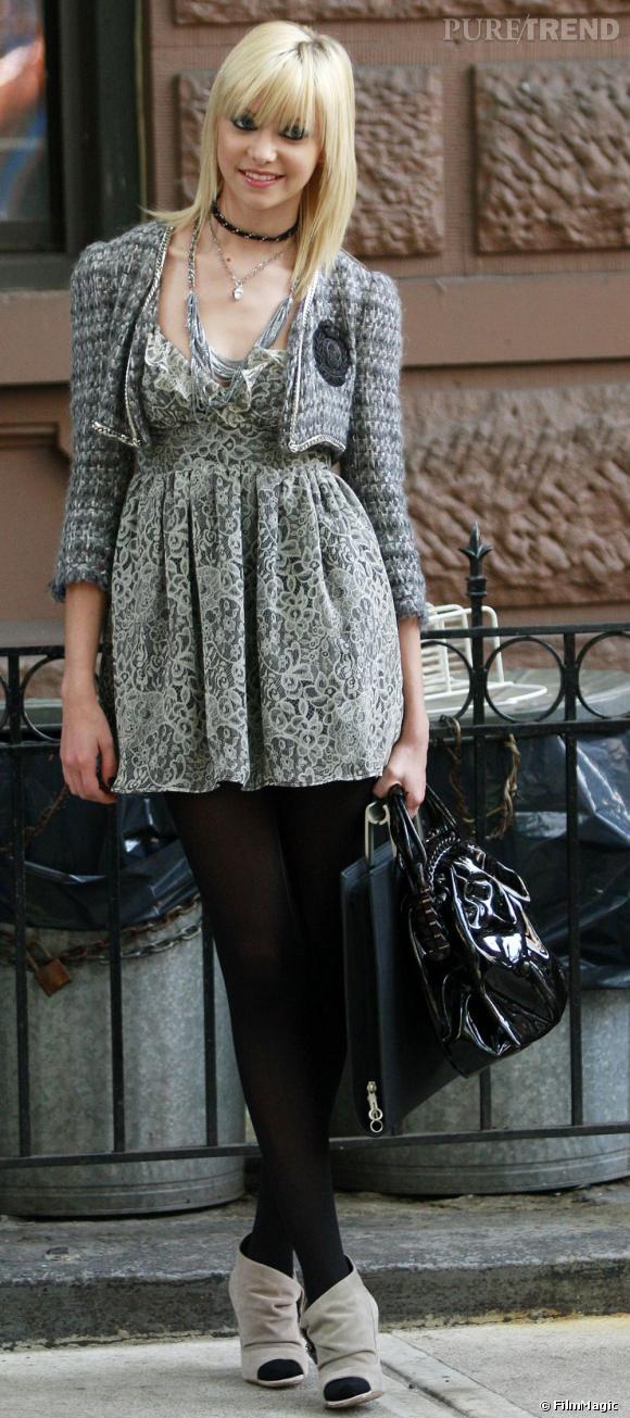 Dans la série Gossip Girl même les fashionnista de l'upper east-side sont clientes de  Topshop  comme ici Taylor Momsen qui mixe robe Topshop et veste  Chanel