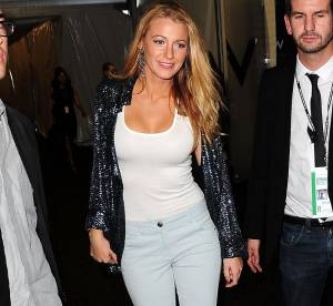 Blake Lively, casual chic en veste à sequins... un look à shopper