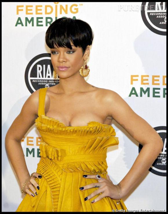 Rihanna a très rapidement repris à son compte la coupe au bol, pour une allure garçonne sexy.