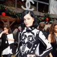 Leigh Lezark, la It-girl des Fashion Week du monde entier, continue son périple mode.