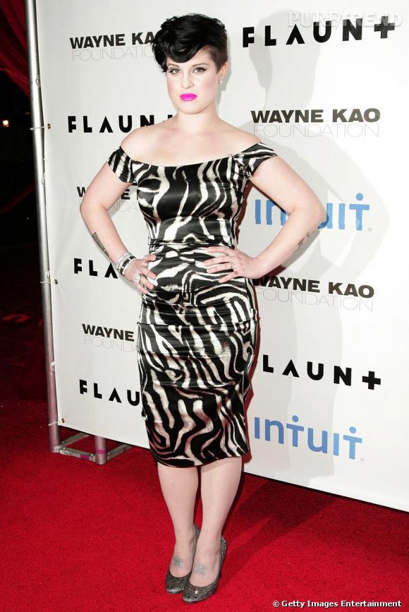 En 2009, Kelly Osbourne a fondu. Elle se permet même la fameuse robe zébrée en satin, une matière pourtant peu flatteuse, qu'elle apprivoise parfaitement. Le résultat est sophistiqué, elle joue les femmes fatales à la perfection.