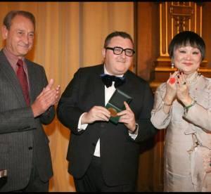 Alber Elbaz reçoit la médaille de Vermeil de la ville de Paris