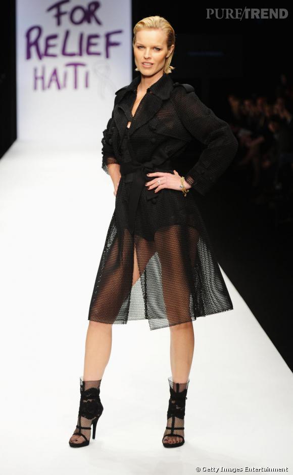 Eva Herzigova défile pour Fashion For Relief Haiti
