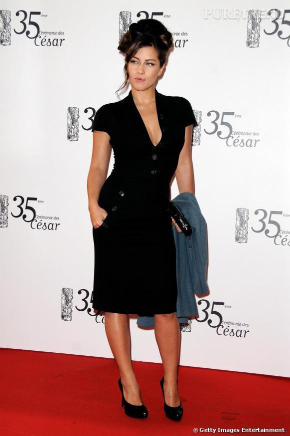 Mylène Jampanoï joue les pin-up rétro sur tapis rouge des César 2010