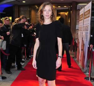 Sylvie Testud surprenante en petite robe noire