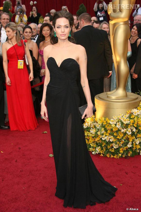 Angelina Jolie, divinement glamour aux Oscars