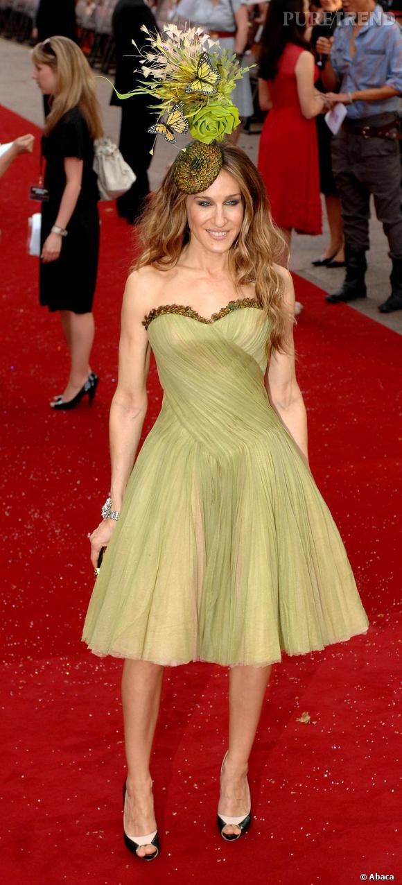 La robe verte d'Alexander McQueen de Sarah Jessica Parker fait effet lors de la première du film Sex and the City à Londres.