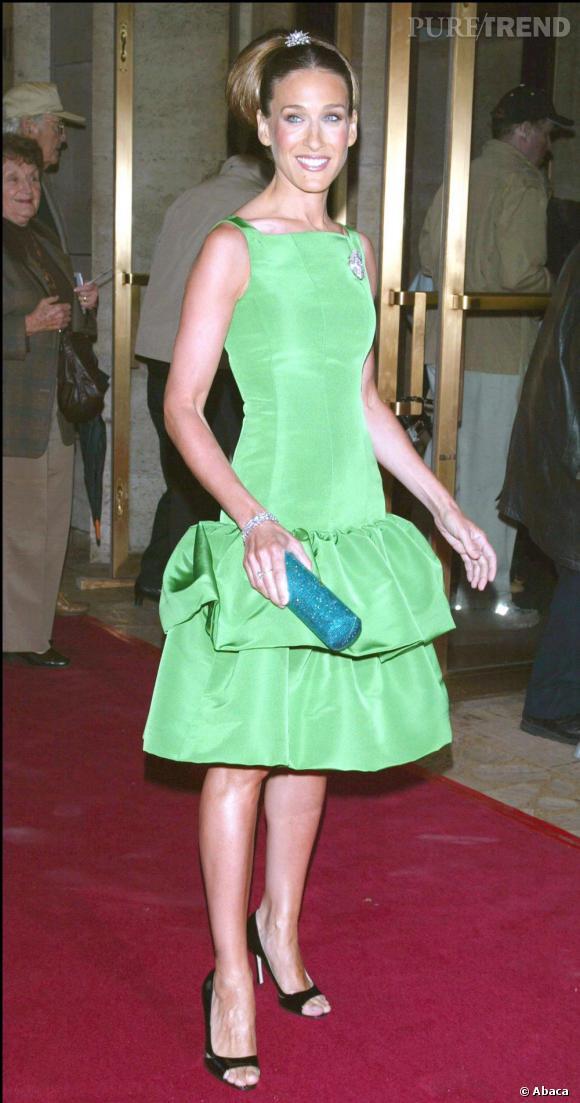 Très classe, Sarah Jessica Parker ose le vert flashy pour un look de première dame.