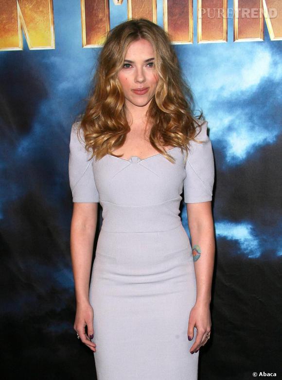 Scarlett Johansson lors de l'avant première du film Iron Man 2 à Los Angeles