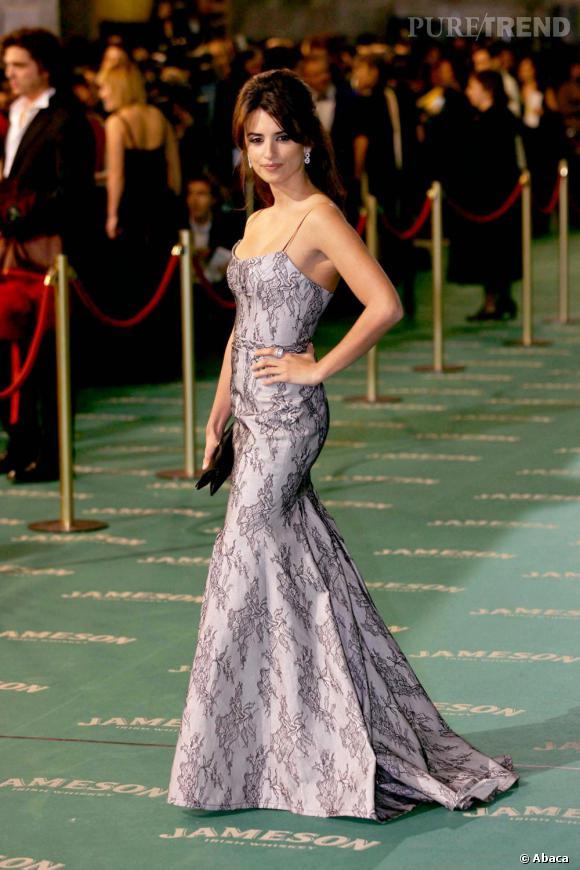 Penelope est une véritable adepte des robes longues à traines