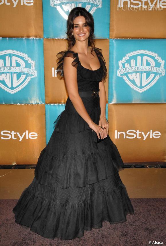 Penelope en robe à froufrous fait honneur à ses origines espagnoles