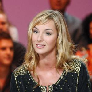 "2007 : Un blond surfeur pour Louise qui associe un make-up ""retour de vacances"". Sublime."