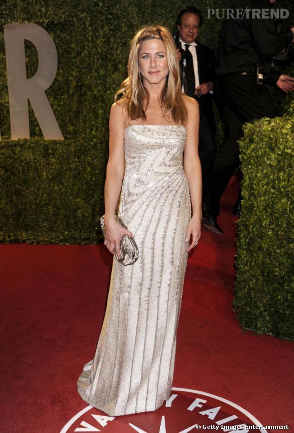 Jennifer Aniston choisit un modèle glitter pour un look très brillant.