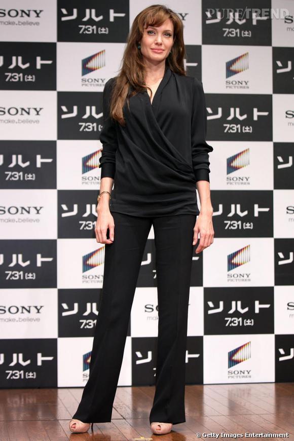 Angelina Jolie simple et classe pour la promotion de Salt au Japon.