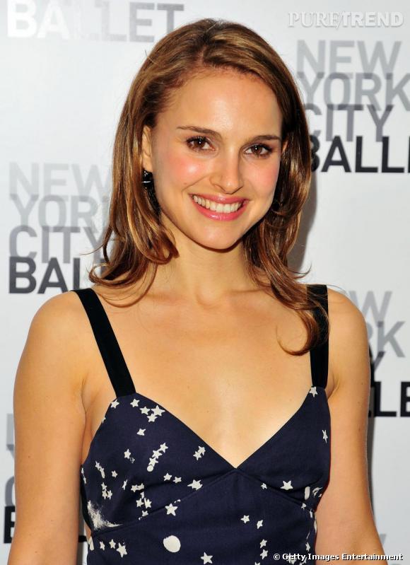 2010 : pommettes soulignées, lèvres hydratées et regard panoramique, Natalie peut se vanter d'être sublime lorsqu'elle en fait peu.