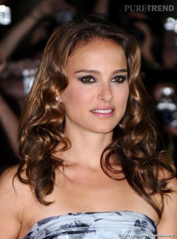 2010 : Nathalie est trop superficielle avec ses cheveux bouclés, son rose à lèvres et son smooky eyes anthracite.